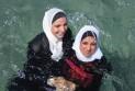 Basel: Muslimské rodiny dostaly pokutu, bránily svým dcerám ve výuce plavání (Swissinfo)